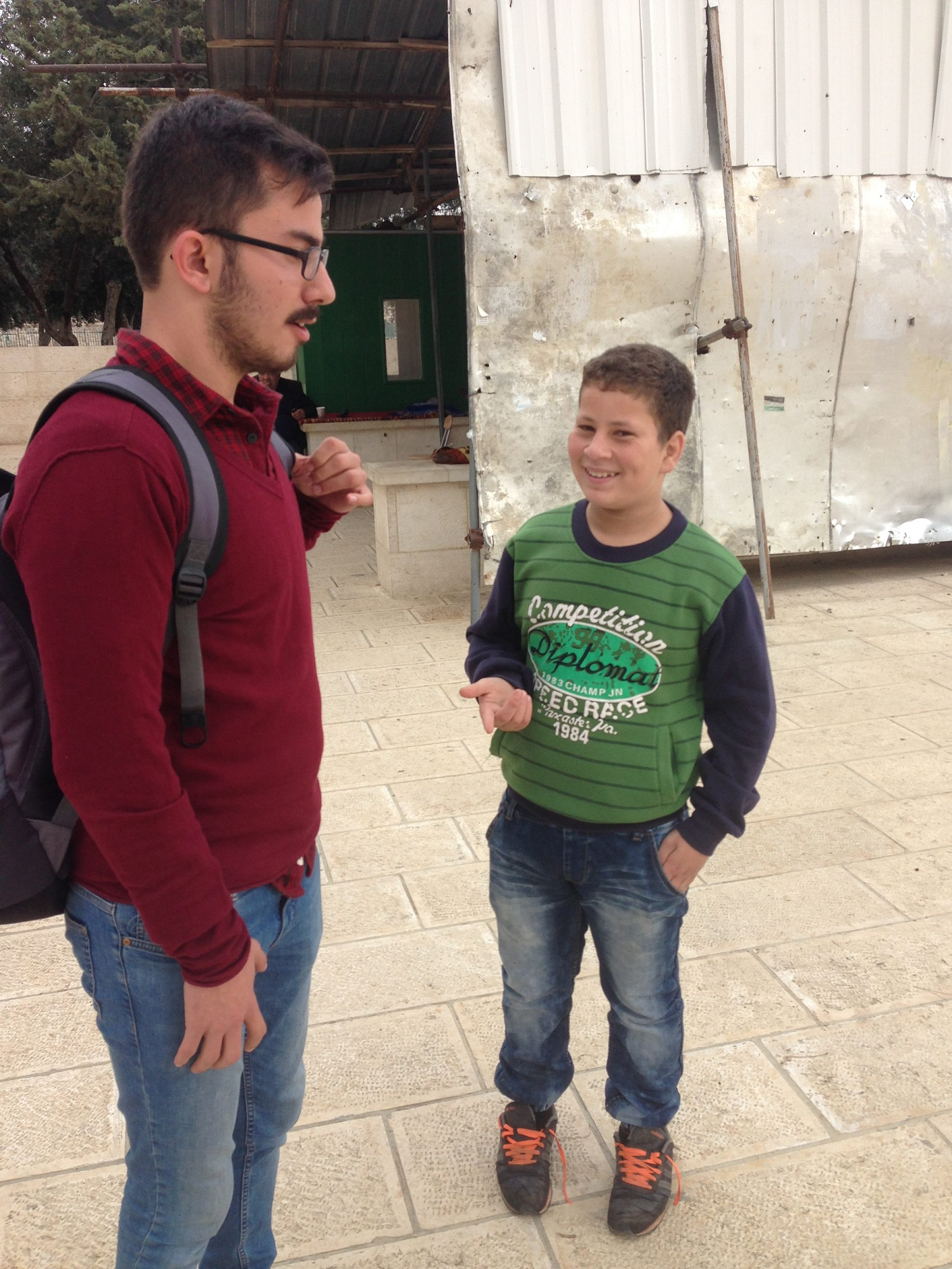Kudüs Gezisi - Tunç ile İshak İslam'ın Şartları Üzerine İstişare Ederken