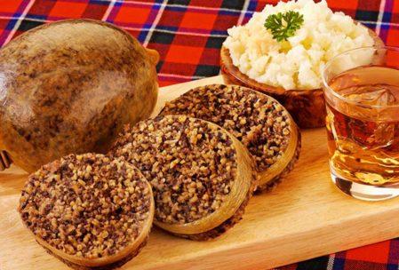 İskoç mutfağı oldukça zengin. En çok tercih edilen İskoç yemekleri arasında ise Haggis geliyor