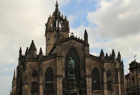 Edinburgh'ta gezilecek en güzel yerlerden biri de St. Giles Katedrali. Ülke için de önemi büyük.